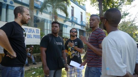 Rappers Michel matos (links) van Matraka met La Alianza  Bárbaro Urbano Vargas.