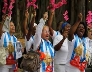 De Damas de Blanco groeiden uit tot het symbool van het moeidg protest tegen de schending van mensenrechten na de Zwarte Lente van 2013. Deze foto is op 28 december in Havana genomen waar de stille mnifestatie niet werd verstoord.