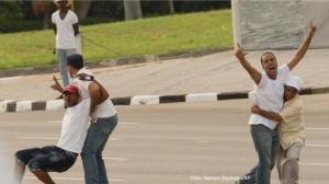 De arrestatie op 19 september van de demonstranten op het Plein van de Revolutie