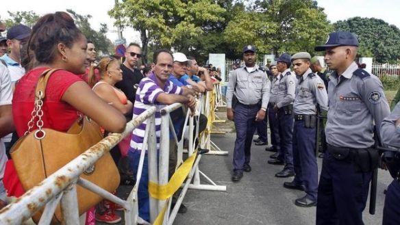 migratie-Cubanos-Embajada-Ecuador-Habana